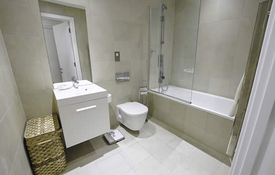 Executive serviced apartment bathroom